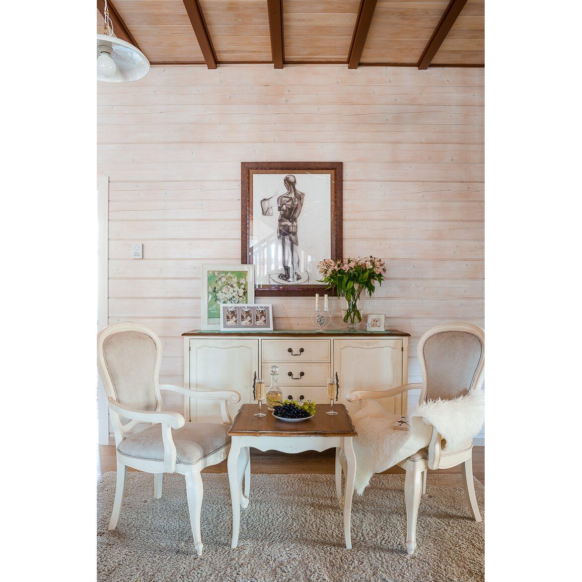 Полукресло с твердыми подлокотниками Leontina, бежевого цвета 2   Кресло-стул Kingsby