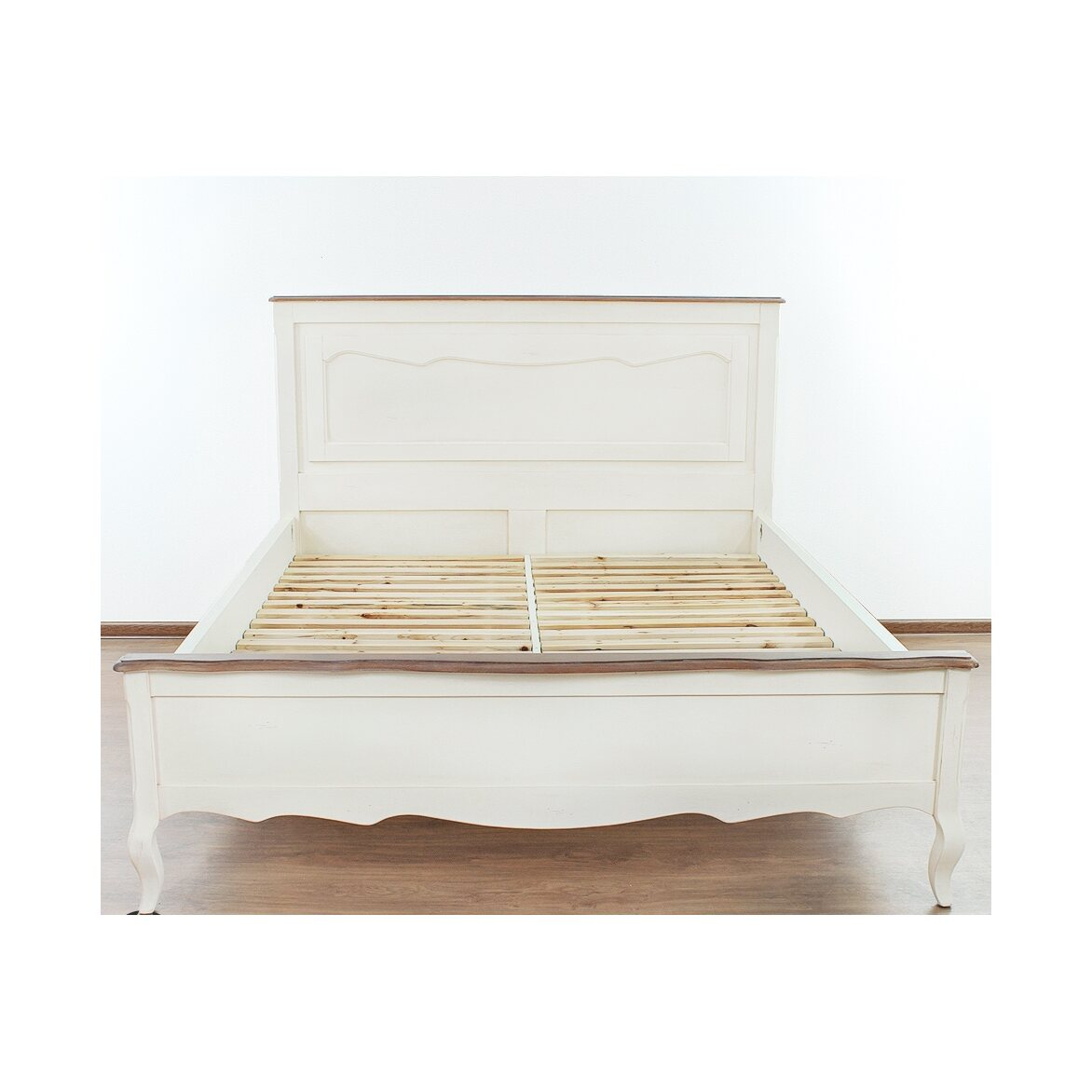 Кровать двуспальная 160*200 Leontina, бежевого цвета   Двуспальные кровати Kingsby